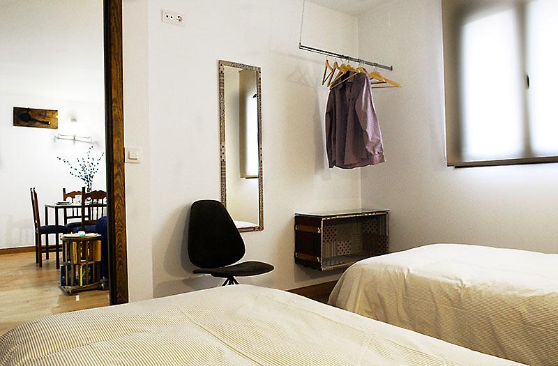 La segunda habitación de la casa tiene dos camas individuales.